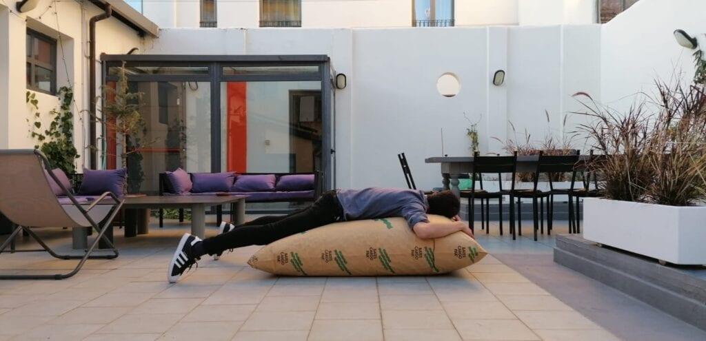 Industrie di ordinaria follia: dormire in terrazza su un sacco gonfio d'aria